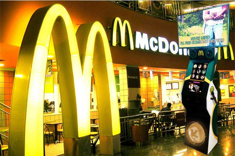 OkeBox máquina de karaoke en McDonalds