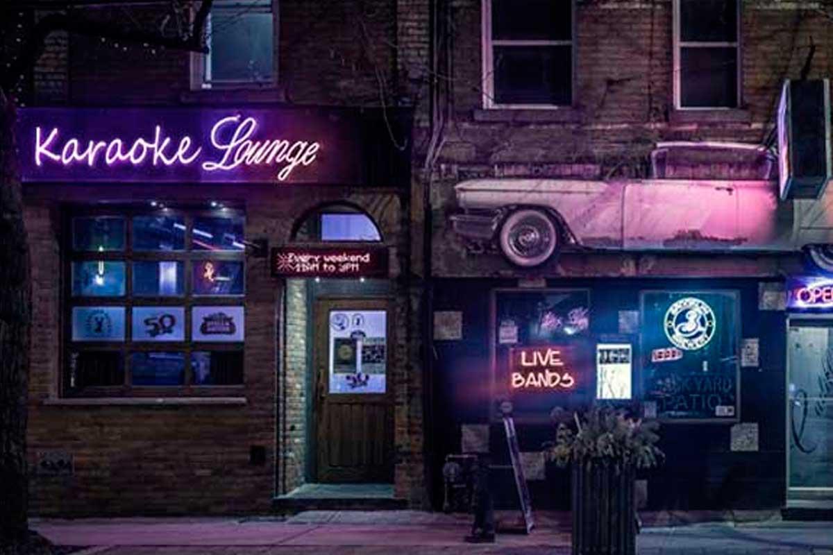C mo montar un karaoke rentable actualidad musical y for Muebles para pub